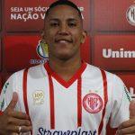 Hercilio Luz apresenta lateral direito Joshua de 24 anos